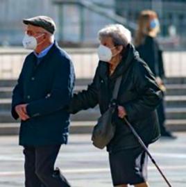 anziani con mascherina