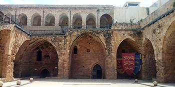 Il cortile interno della cittadella di Acri