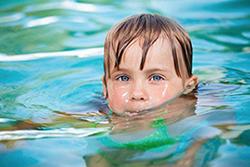 Bambino in acqua