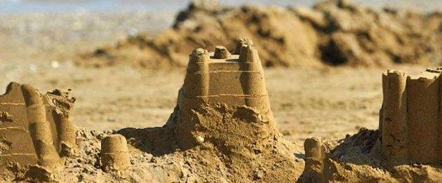 Castelli di sabbia rovinati