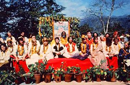 I Beatles a Rishikesh con Maharishi Mahesh Yogi