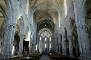Interno cattedrale di San Martino al Cimino