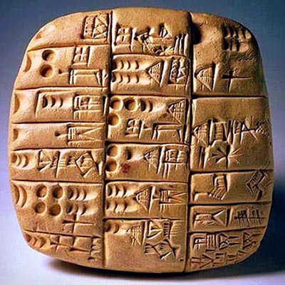 Tavolette di argilla con caratteri incisi