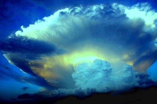 Lampo nelle nuvole