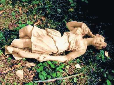 Statua caduta