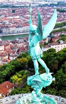 Statua di San Michele su Lione