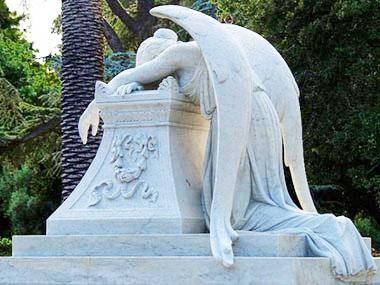 Tomba con angelo piangente