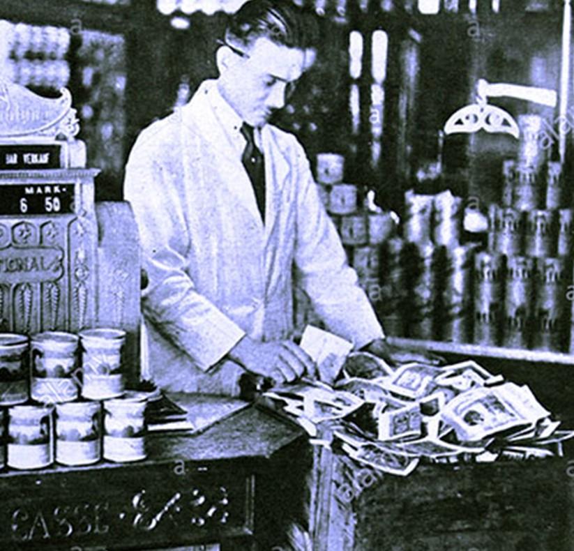 1922: Iperinflazione in Germania. Una scatola piena di cartamoneta